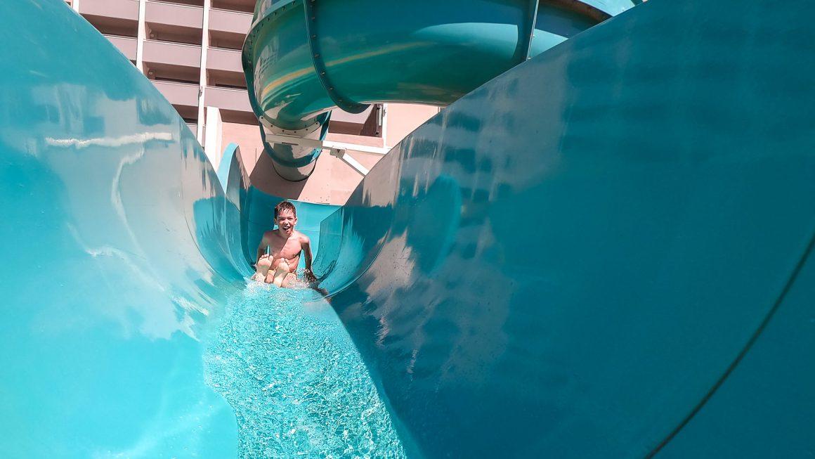 hotéis com parque aquatico
