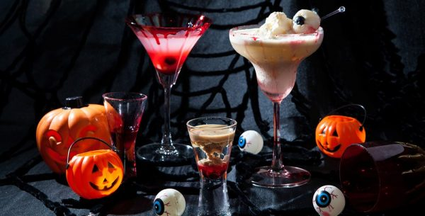 Divirta-se com jantares temáticos, massagens e cocktails de Halloween em Lisboa ou no Algarve.